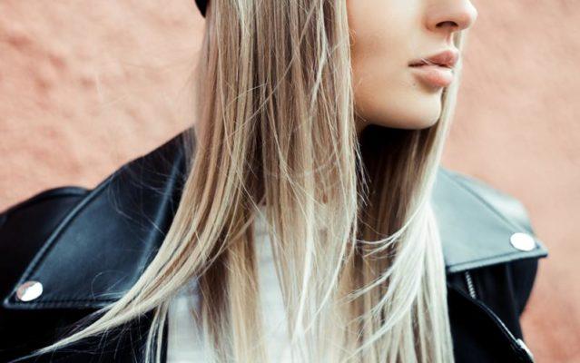 A chapinha é usada tanto para alisar os cabelos quanto para deixar os fios mais alinhados.