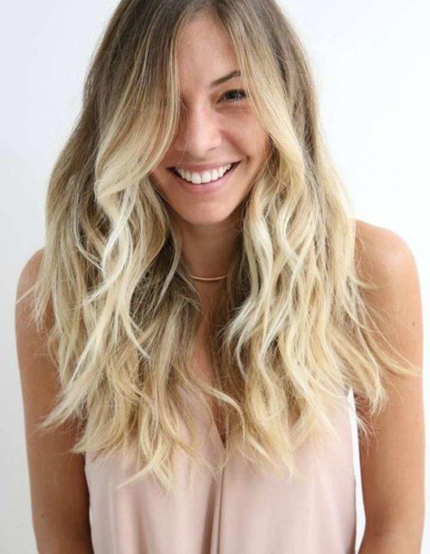 Se você for loira, pode aumentar o tom do seu cabelo sem medo!