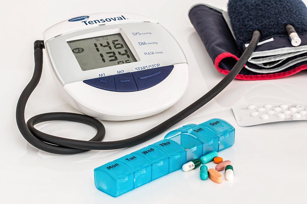 a pressão alta é um exemplo de doença que está associada com a síndrome metabólica
