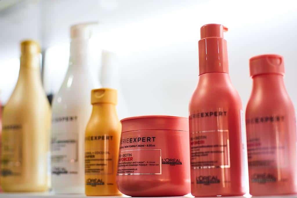 escolha produtos específicos para o seu tipo de cabelo e não se esqueça de selar a hidratação com condiciador