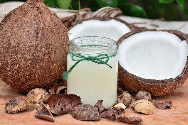 Óleo de coco e seus benefícios para o cuidado com sobrancelhas