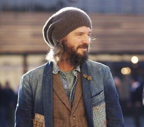 homem com barba folk